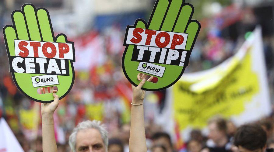 Consumer rights activists take part in a march to protest against the Transatlantic Trade and Investment Partnership (TTIP) and Comprehensive Economic and Trade Agreement (CETA) in Frankfurt, Germany. © Kai Pfaffenbach