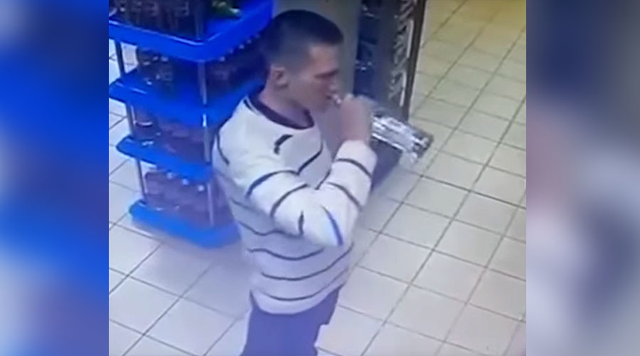 Russian man's stomach-churning vodka theft caught on CCTV (VIDEO)