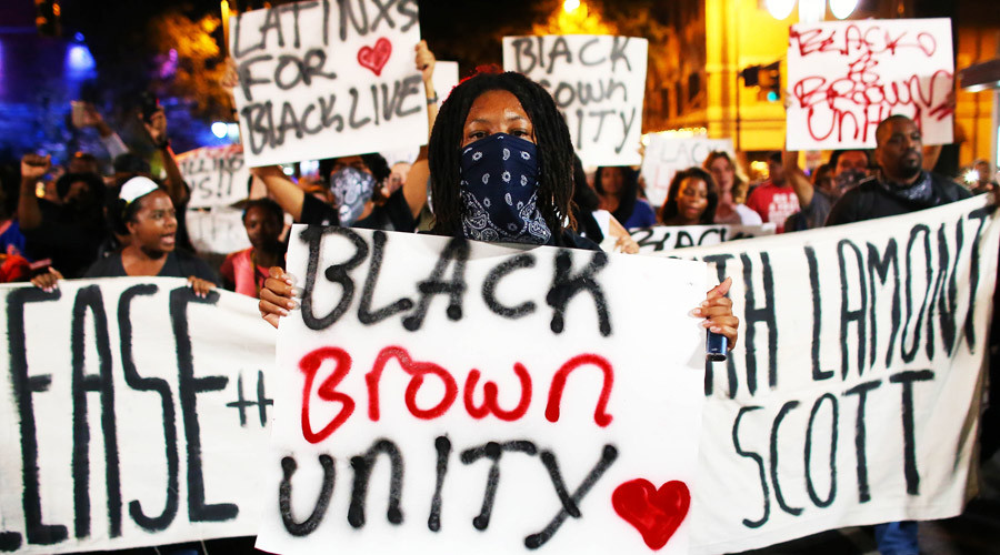 Protesters march in the streets during another night of protests over the police shooting of Keith Scott in Charlotte, North Carolina, U.S. September 23, 2016. © Mike Blake