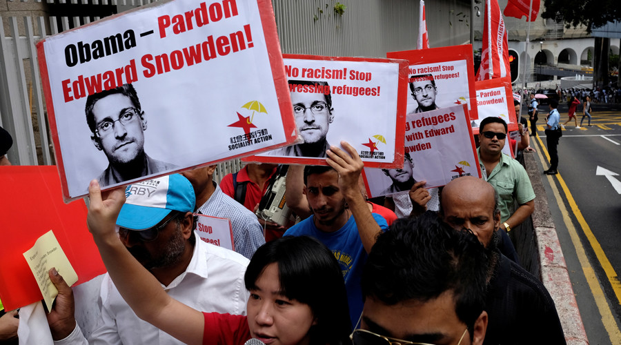 Refugees and protesters supporting Edward Snowden demonstrate outside the U.S. Consulate as they demand that U.S. President Barack Obama grant Snowden a pardon, in Hong Kong, China September 25, 2016. © Bobby Yip