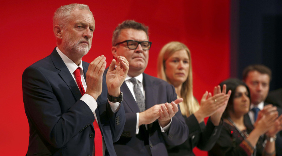The Leader of Britain's opposition Labour Party, Jeremy Corbyn (L) leads the applause in a tribute to murdered Labour MP Jo Cox  on the first day of the Labour Party conference, in Liverpool, Britain September 25, 2016. © Peter Nicholls