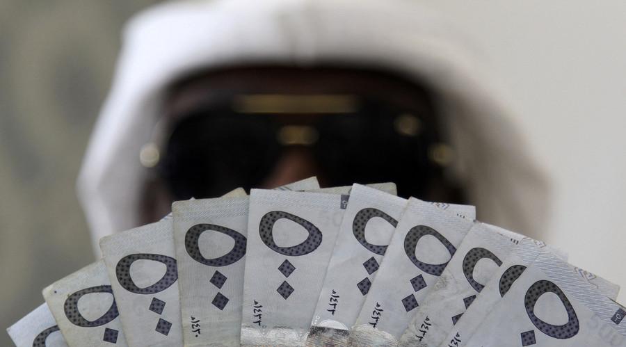 Saudi Arabia cuts ministers' salaries, reduces public sector bonuses