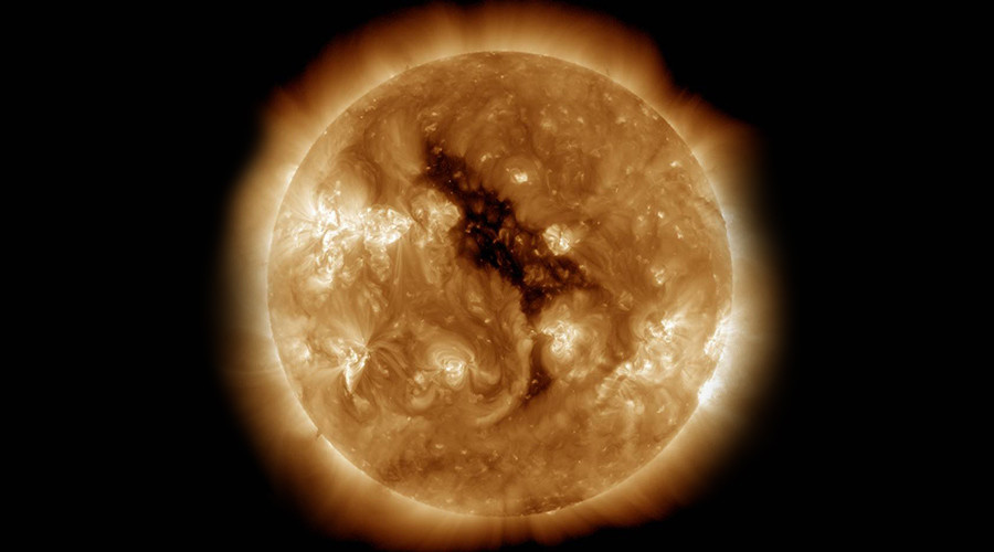 Massive 'coronal hole' on the sun blasts Earth with solar storms (PHOTOS)