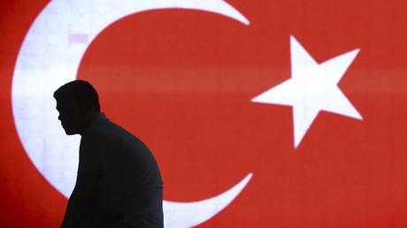 © Huseyin Aldemir