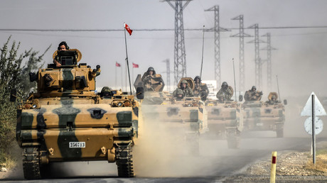 Turkish Army tanks driving to the Syrian Turkish border town of Jarabulus. ©