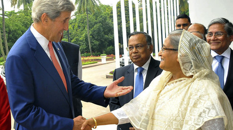 US Secretary of State John Kerry (L) and Bangladesh Prime Minister Sheikh Hasina shake hands ahead of a meeting in Dhaka on August 29, 2016. © Stringer