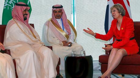 Britain's Prime Minister Theresa May (R) and Saudi Arabia's Deputy Crown Prince Mohammed bin Salman (L) meet ahead of G20 Summit in Hangzhou, Zhejiang province, China, September 4, 2016. ©Narendra Shresta