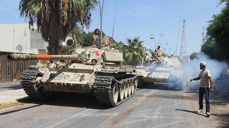 Members of Libyan forces allied with the U.N.-backed ride their tanks during a battle with Islamic State militants in Sirte, Libya September 6, 2016. © Hani Amara