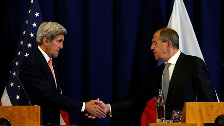 U.S. Secretary of State John Kerry and Russian Foreign Minister Sergei Lavrov shake hands at the conclusion of their press conference following their meeting in Geneva, Switzerland where they discussed the crisis in Syria September 9, 2016 © Kevin Lamarque