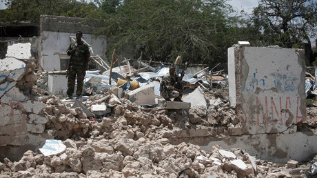 Security forces stand guard on a destroyed building following a car bomb claimed by al Shabaab Islamist militants  outside the president's palace in the Somali capital of Mogadishu, August 30, 2016. © Feisal Omar