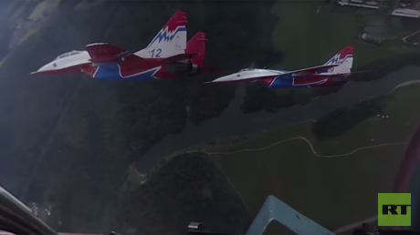 Swifts in 360: Spectacular stunts by Russian aerobatic team inside cockpit of Su fighter jet