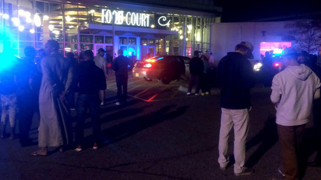 People standing outside the scene of a stabbing at the Crossroads Center mall in St. Cloud, Minnesota. © KSTP 5 Television