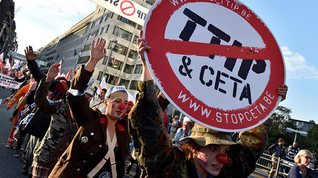 Thousands of people demonstrate against the Transatlantic Trade and Investment Partnership (TTIP) and the EU-Canada Comprehensive Economic and Trade Agreement (CETA) in the centre of Brussels, Belgium September 20, 2016. © Eric Vidal