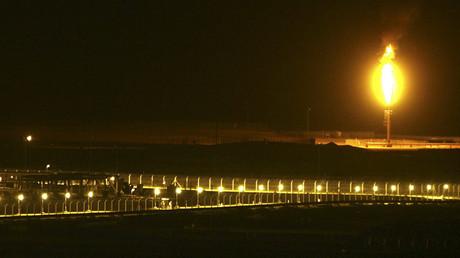 Shaybah oilfield complex is seen at night in the Rub' al-Khali desert, Saudi Arabia © Ali Jarekji