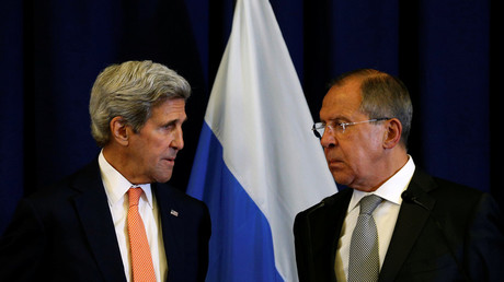 U.S. Secretary of State John Kerry and Russian Foreign Minister Sergei Lavrov (R) © Kevin Lamarque