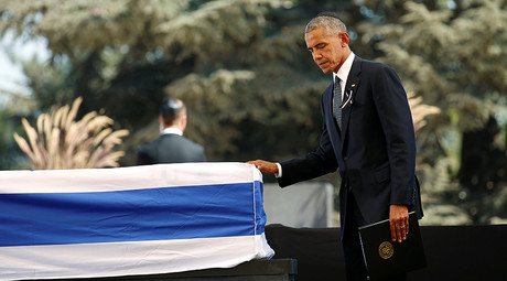 U.S. President Barack Obama touches the casket of former Israeli President Shimon Peres after speaking at his funeral at the Mount Herzl cemetery in Jerusalem, September 30, 2016 © Kevin Lamarque
