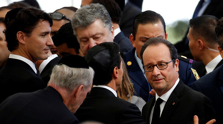 French President Francois Hollande (R) and Canada's Prime Minister Justin Trudeau (L) are seen upon their arrival to attend the funeral of former Israeli President Shimon Peres at Mount Herzl cemetery in Jerusalem September 30, 2016 © Baz Ratner