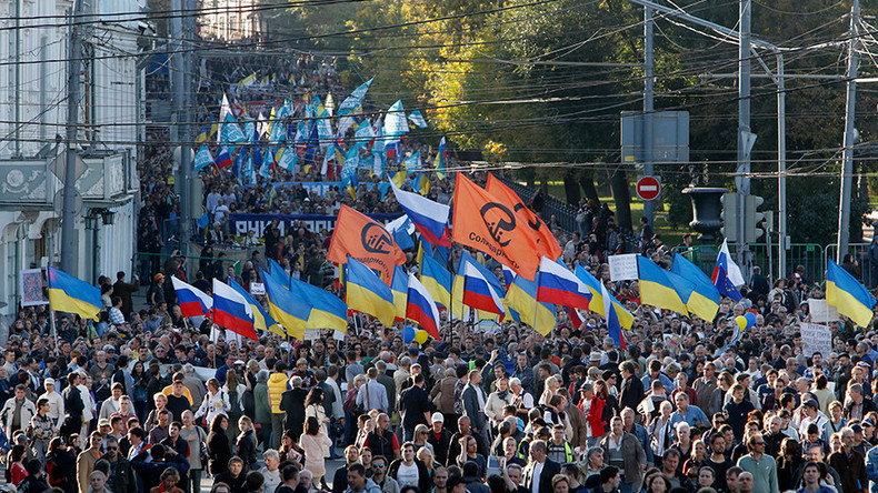 Almost half of all Russians want warmer relations with Ukraine poll shows