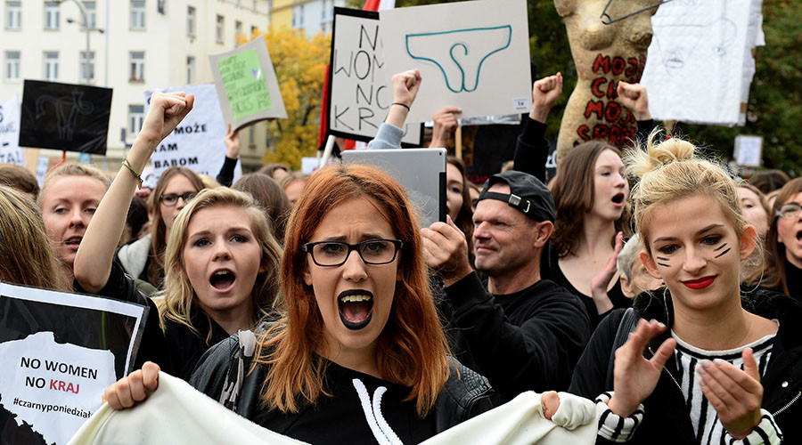 Thousands of Polish women gather for 'black protest' against abortion ban (PHOTOS)
