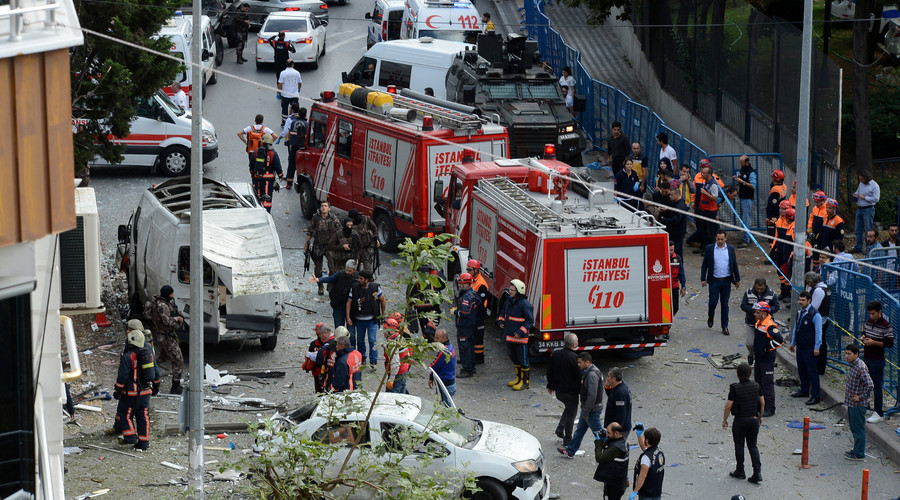 Vehicle bomb explodes in Istanbul