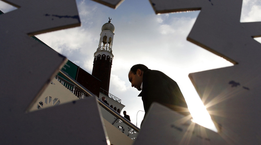 A man arrives for Friday prayers at the central Mosque in Birmingham, central England. © Darren Staples