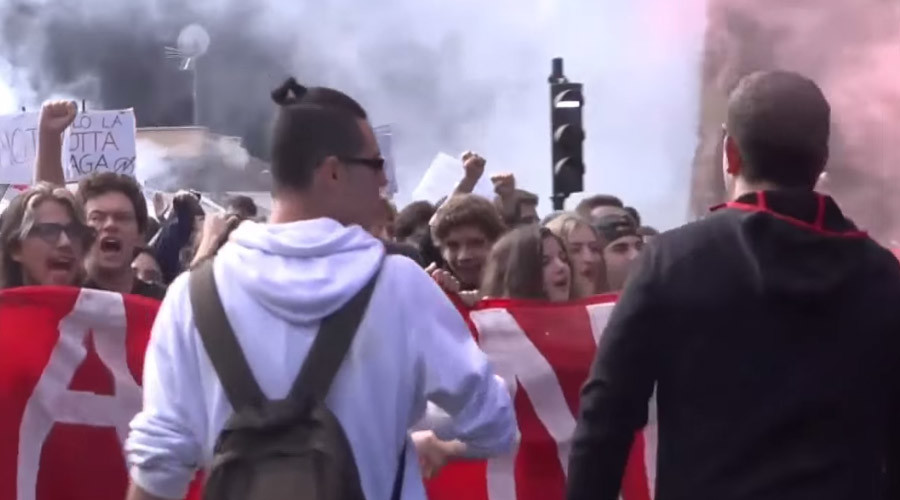 'This generation says no!' Italian students take to the streets, scuffles break out (VIDEO)