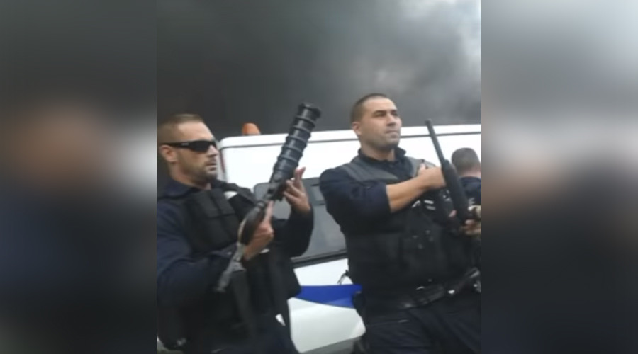 Police officers pelted by 'Molotov cocktail' in Paris suburb, 2 in serious condition (VIDEO)