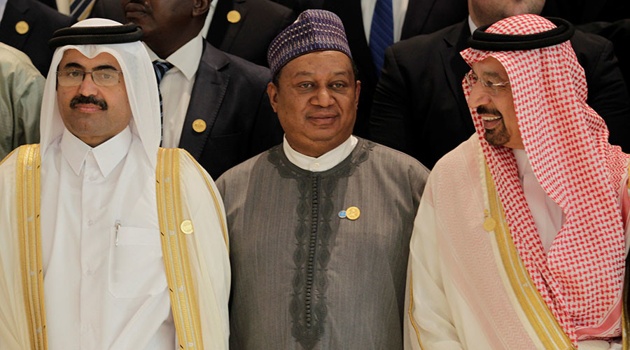 Secretary General of Opec Mohammed Sanusi Barkindo (C), poses with Saudi Energy Minister Khalid al-Falih (R) and OPEC President Qatar's Minister of Energy and Industry Mohammed bin Saleh al-Sada at the 15th International Energy Forum Ministerial in Algiers,Algeria September 27, 2016. © Ramzi Boudina