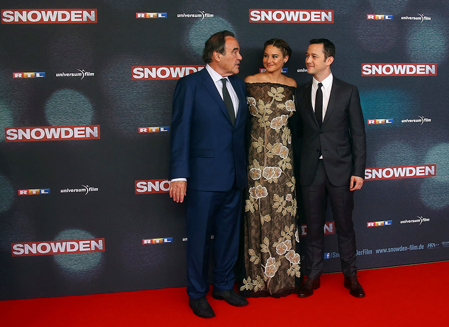 "(L-R) Director Oliver Stone, actress Shailene Woodley and actor Joseph Gordon-Levitt attend the European premiere of ""Snowden"" in Munich, Germany September 19, 2016. © Michael Dalder"