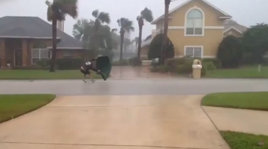 Florida swashbuckler 'windsurfs' Hurricane Matthew in epic stunt (VIDEO)
