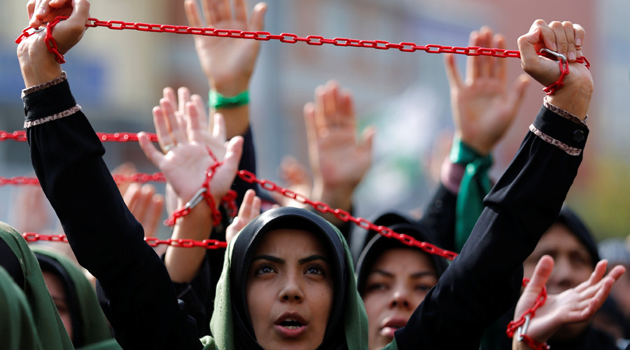 Shi'ite Muslim women shout Islamic slogans as they mourn during an Ashura procession in Istanbul, Turkey, October 11, 2016. © Murad Sezer