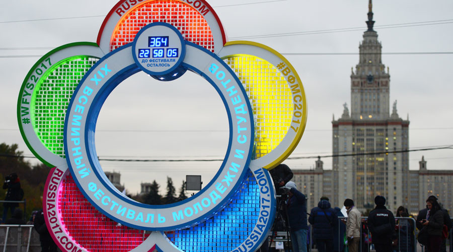 A countdown clock to the XIX World Festival of Youth and Student is launched on Vorobyovy Hills in Moscow. © Evgeny Biyatov