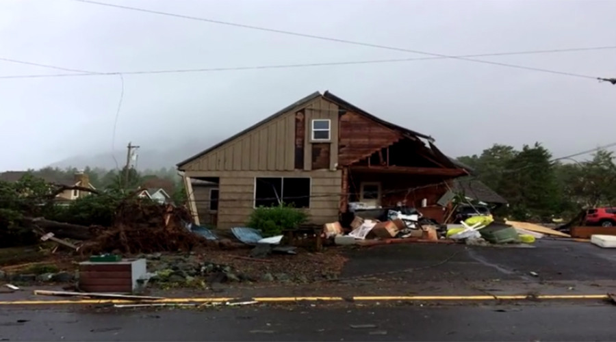 Double tornado strikes Oregon coast with 130mph winds (VIDEOS, PHOTOS)