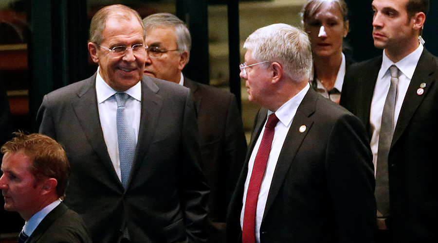 Russia's Foreign Minister Sergey Lavrov (L) next to Russia's Ambassador to the U.N. Aleksey Borodavkin after a round of Syria talks at the Beau-Rivage Palace in Lausanne, Switzerland, October 15, 2016 © Denis Balibouse