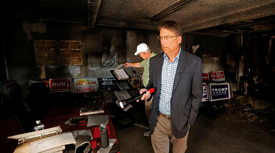 North Carolina Governor Pat McCrory views the damage caused in a firebomb attack on local offices of the North Carolina Republican Party in Hillsborough, North Carolina, U.S. October 17, 2016. ©Chris Keane