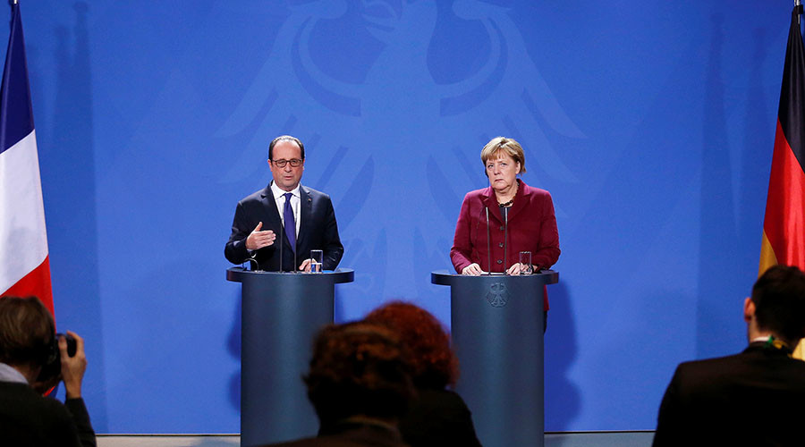 German Chancellor Angela Merkel and French President Francois Hollande address a news conference after talks on a stalled peace plan for eastern Ukraine at the chancellery in Berlin, Germany, October 20, 2016. © Hannibal Hanschke