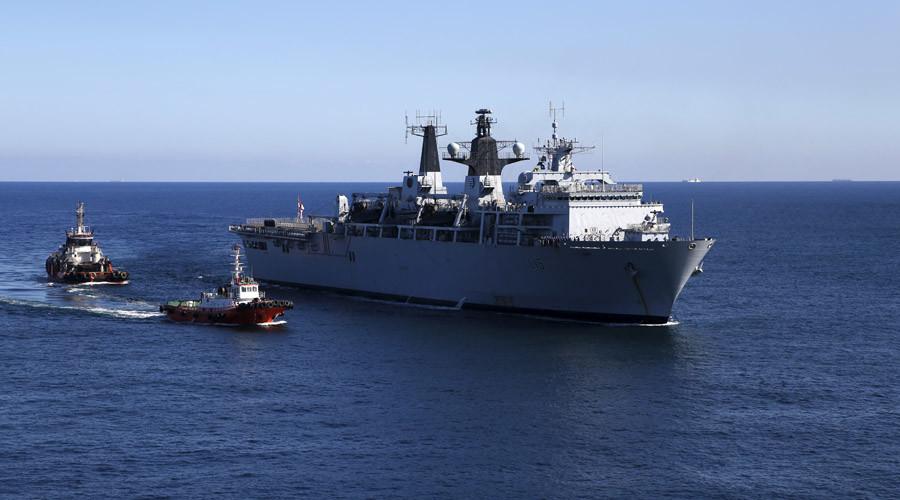 The British Royal Navy amphibious assault ship HMS Bulwark  © Darrin Zammit Lupi