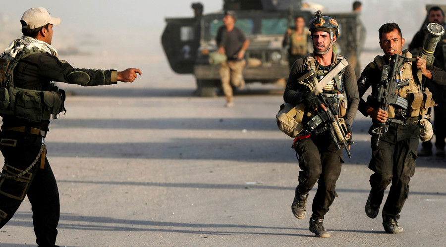 Iraqi special forces soldiers, Bartella, east of Mosul, Iraq, October 20, 2016. © Goran Tomasevic