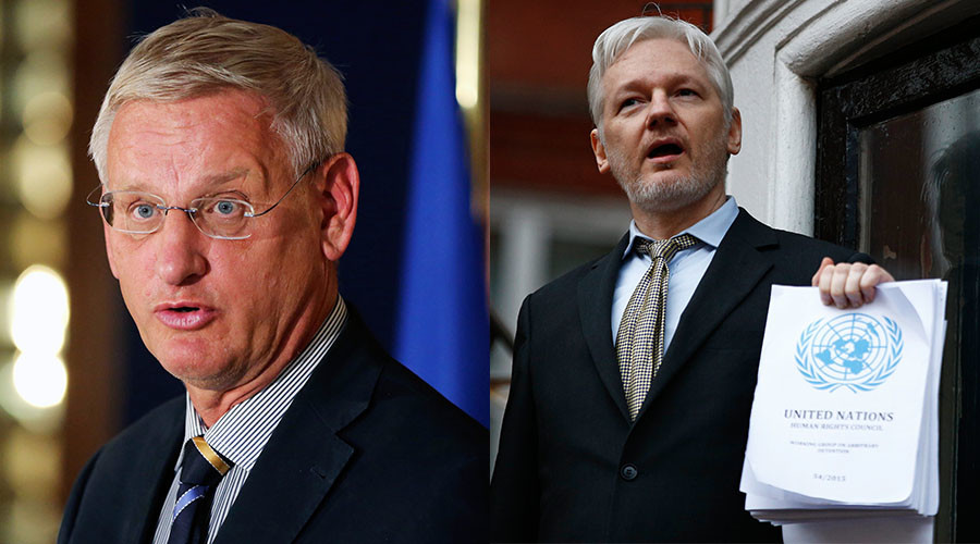Swedish Foreign Minister Carl Bildt (L), WikiLeaks founder Julian Assange (R) © Reuters