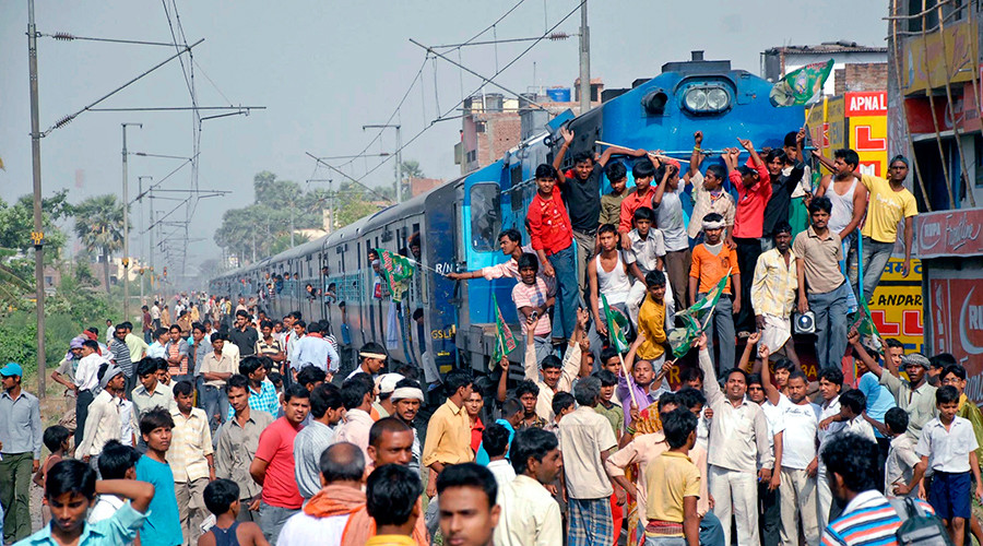 Porn blocked at Indian train station after spike in x-rated searches