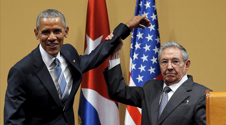 U.S. President Barack Obama and Cuban President Raul Castro gesture after a news conference as part of President Obama's three-day visit to Cuba, in Havana March 21, 2016. © Carlos Barria