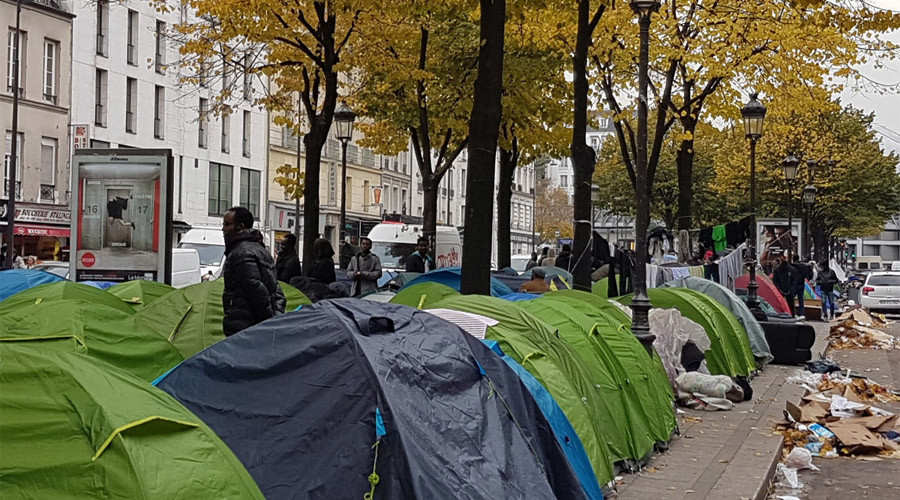 Asylum seekers pour into Paris, set up tents on streets as Calais camp closes (VIDEO, PHOTOS)