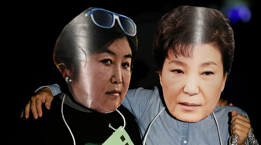 Protesters wearing cut-out of South Korean President Park Geun-hye (R) and Choi Soon-sil attend a protest denouncing President Park Geun-hye over a recent influence-peddling scandal in central Seoul, South Korea, October 27, 2016. © Kim Hong-Ji
