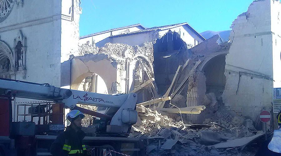 An earthquake destroys the Basilica of St. Benedict in Norcia, October 20, 2016. © Diane Montagna / aleteia.org