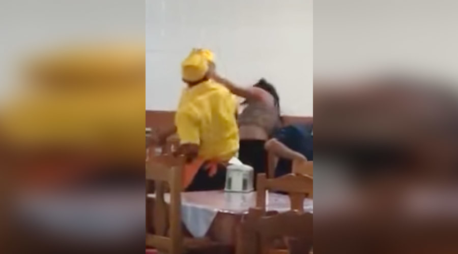 Waiter punches female customer as intervening diners threatened with machete (GRAPHIC VIDEO)