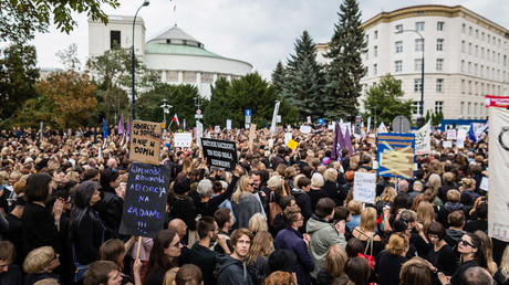 People attend the anti-government, pro-abortion demonstration in front of Polish Pariament in Warsaw, Poland on October 1, 2016.© Wojtek Radwanski