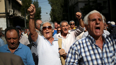 Greek pensioners shout slogans during a demonstration against planned pension cuts, in Athens, Greece, October 3, 2016. © Alkis Konstantinidis