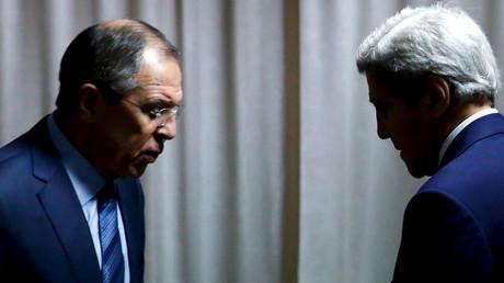 Russian Foreign Minister Sergei Lavrov (L), U.S. Secretary of State John Kerry (R) © Jonathan Ernst