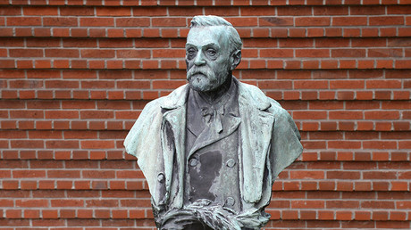 Statue of Swedish inventor Alfred Nobel, who founded the Nobel Prize. © Jonathan Nackstrand
