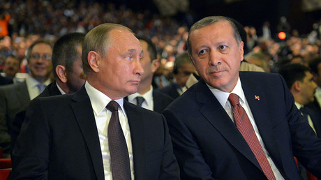 Russian President Vladimir Putin (L) and Turkish President Tayyip Erdogan attend a session of the World Energy Congress in Istanbul, Turkey, October 10, 2016. © Alexei Druzhinin